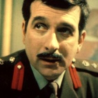 "General - anciennement Brigadier - ""The Brig"" Sir Alistair Gordon Lethbridge-Stewart"